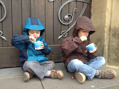 想要孩子吃饭乖乖的气势并不难 家长这样做……