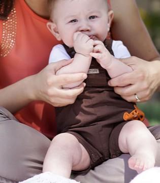 宝宝吃手的习惯改不了 宝妈该如何应对?