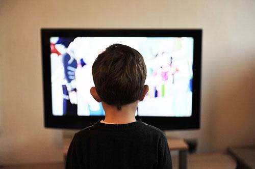 离开手机和电视 孩子就不安生 是谁的错?