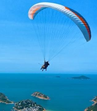102岁澳大利亚大胆老太太 为慈善高空跳伞