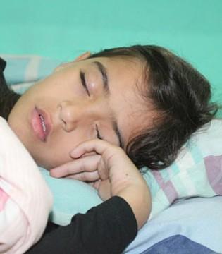 孩子总是喜欢趴着睡是为什么?有什么影响?
