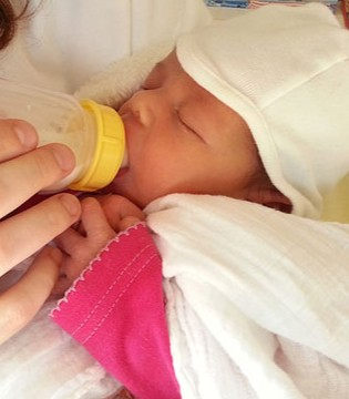 给宝宝换奶粉需要注意什么?如何正确换奶粉?