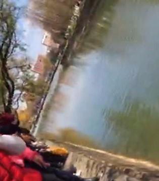 六旬老人跳河救溺水小伙 上岸后发现手机被偷
