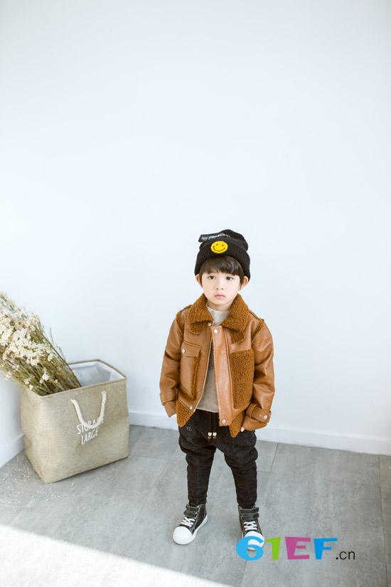 秋冬如何时尚有型 来一件安米莉童装吧