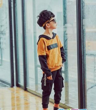 适合小男孩穿的卫衣 打造时尚休闲多变的风格