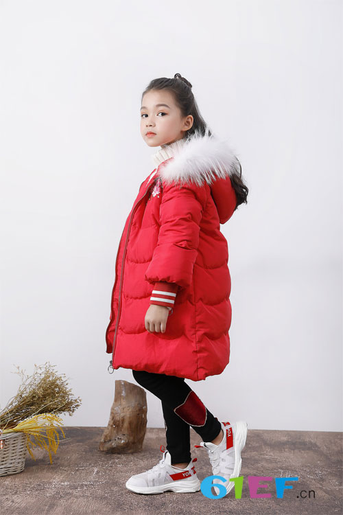 冬季保暖还需羽绒服 小女生都爱的班吉鹿羽绒服