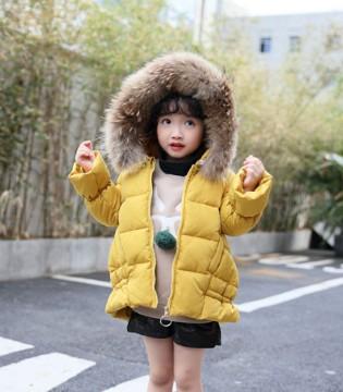 冬天选择一款纯色的羽绒服 会是睿智的选择
