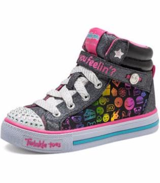 休闲时尚童鞋  让宝贝走出青春个性之路