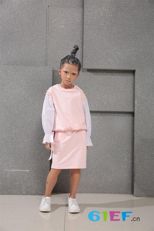 想要一个时尚小孩 你需要小猪芭那