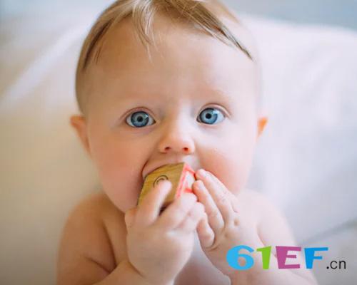 婴儿允吸小手 宝宝喜欢吃手的原因是什么?
