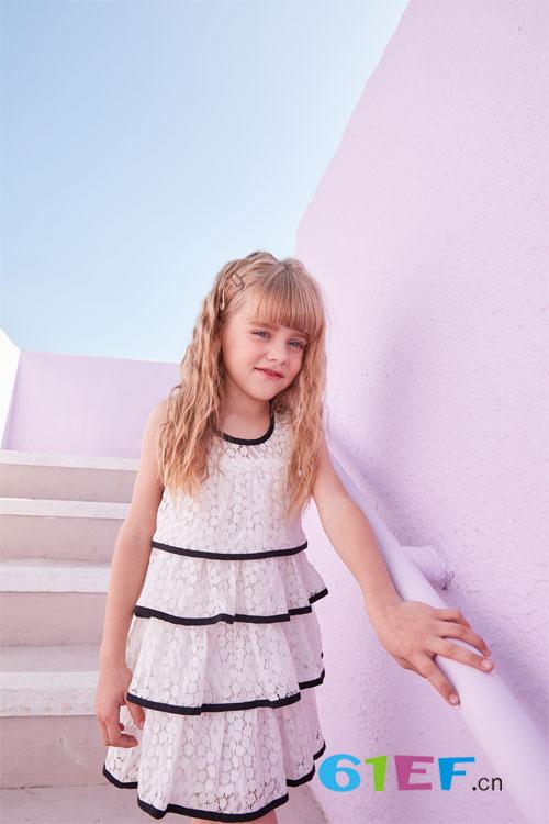 春暖花开的春季 小女生当然要来件甜美可爱的小裙子啦