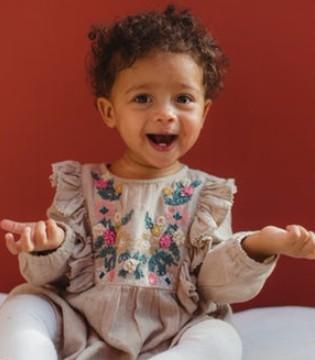 宝宝腹胀该如何解决 常见婴儿腹胀预防方法