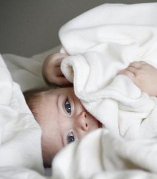 宝宝一不小心睡偏头了怎么办 可以这样纠正