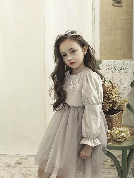小神童服饰品牌传承公司经典色系服饰