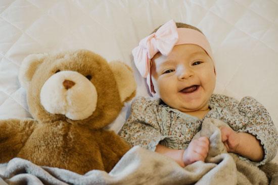 宝宝不哭不闹就是不饿吗 不哭不闹是什么原因呢