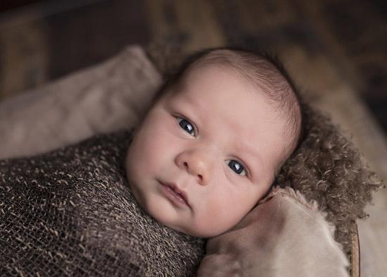 7个月宝宝可以吃菠萝吗 吃菠萝要注意什么呢