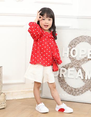 品牌折扣批发 小神童让你的孩子穿搭高雅的品质