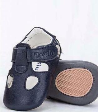 初期宝宝学走路 选一双好鞋很关键