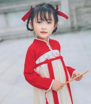 萌娃穿上中国风汉服 做个温婉小淑女
