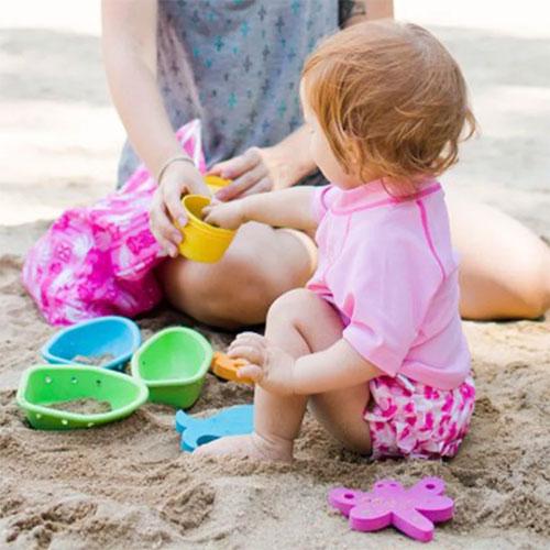 夏日时髦儿童泳衣 让至宝在水里恣意嬉戏