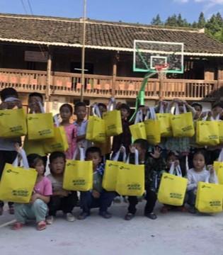 卡丁情系山区丨为贵州偏远贫困山区小学捐赠衣物