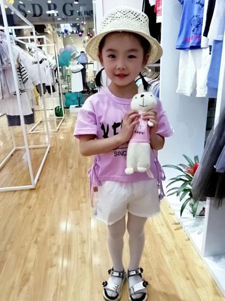 可米芽生态童装新品上市  让你穿出不一样的范儿