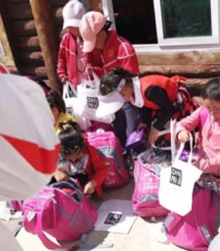 DHAiii童装  童心公益  我们在行动