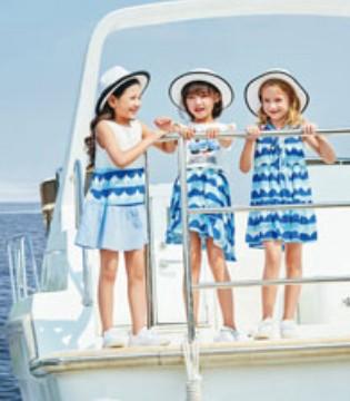 暑假出游  孩子穿上卡儿菲特童装好看又很萌
