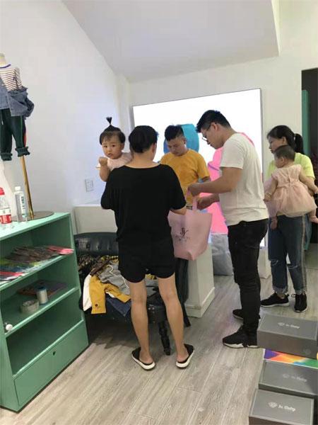 说与童装正式在杭州余杭亭闪亮登场