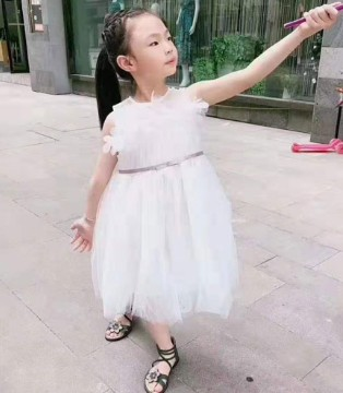 爱的魔力转圈圈--女童连衣裙廓形趋势