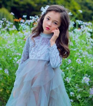 入秋搭配手册 这个小孩看起来就很可爱的亚子