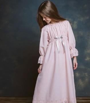 阿米尼欧洲女童家居服  让女孩子美丽到无止境!