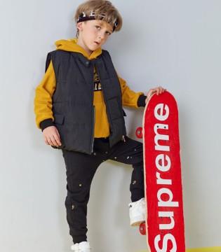 滑板少年的青春时尚  帅气外套稳度衣慌季