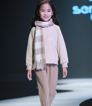 森虎儿童装秋冬新品时尚靓衣 你也能穿出T台时尚范