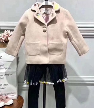 小明星品牌童装 品质好才能穿得暖!