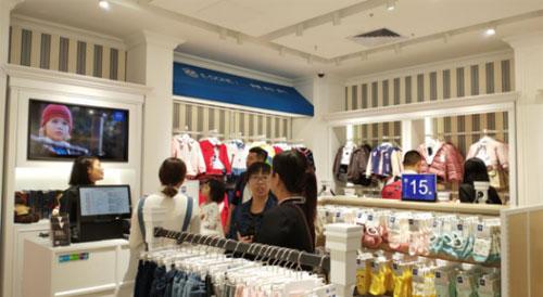 经营伊顿童装品牌实体店面对淡季有什么优势?