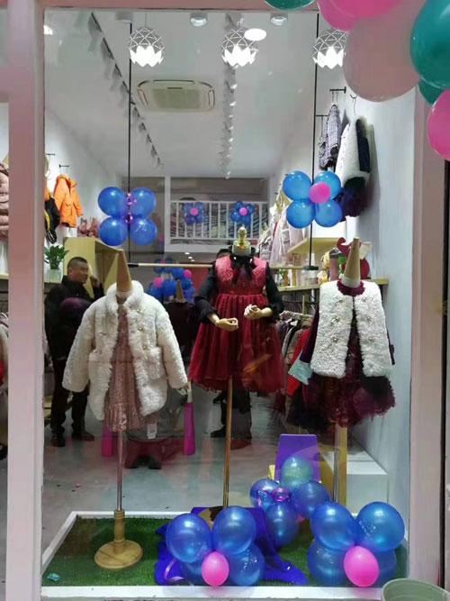 这个品牌的衣服超精美 现在安徽利辛也有它的品牌店