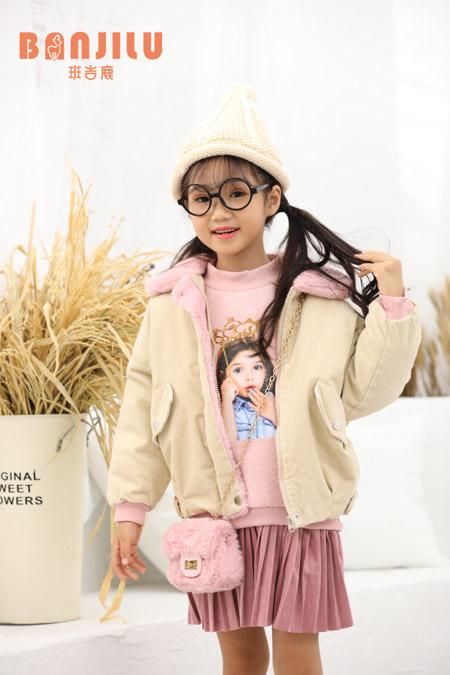 新的一年即将来临  给孩子准备新的冬季外套吧