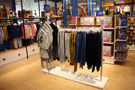 目前伊顿童装品牌加盟店前景如何?