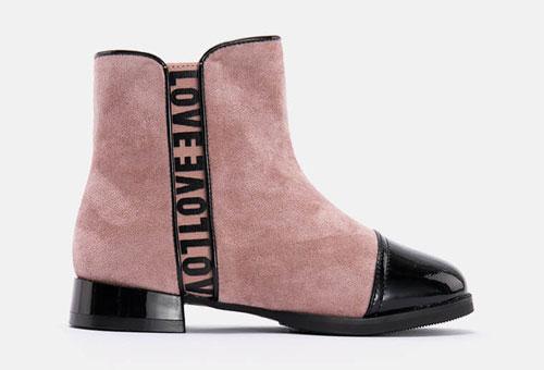 暖冬童鞋搭配 穿出自信�r尚�L采!