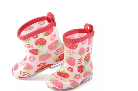 一双可爱的雨靴 让宝贝们尽享童年欢乐
