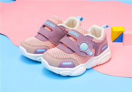 挑选一双合适的童鞋 精心呵护宝贝健康童年