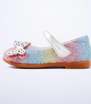 春天需要一双精品公主鞋 踏青路程更美丽
