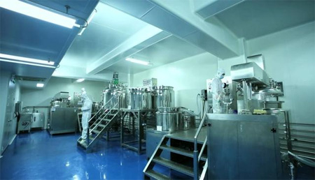 广州女老板生产免洗洗手液 每天400人抢光10万瓶