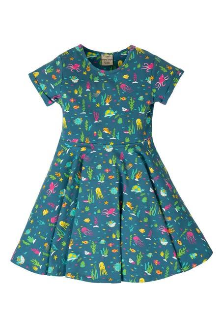 落落大方的连衣裙 正适合春天的季节穿