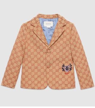 经典又保暖的外套 正适合春季下雨天穿