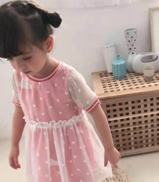 简约优雅的连衣裙 给孩子一个梦幻般的童年