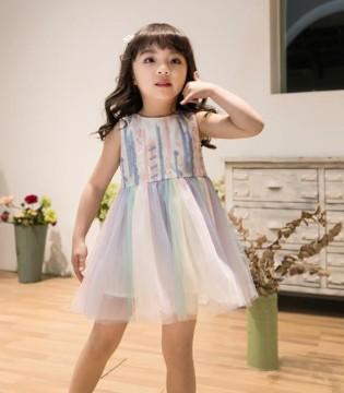 盛夏是个裙子季 猫咪儿连衣裙诠释优雅可爱