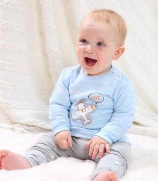 柔软舒适的可乐米居家服 让你的宝宝健康成长
