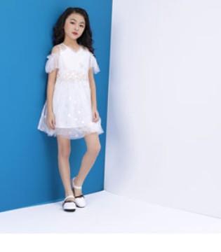 生机勃勃的春季 优雅的连衣裙不来一套吗
